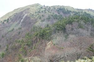 2009050515前烏帽子山を望む.jpg